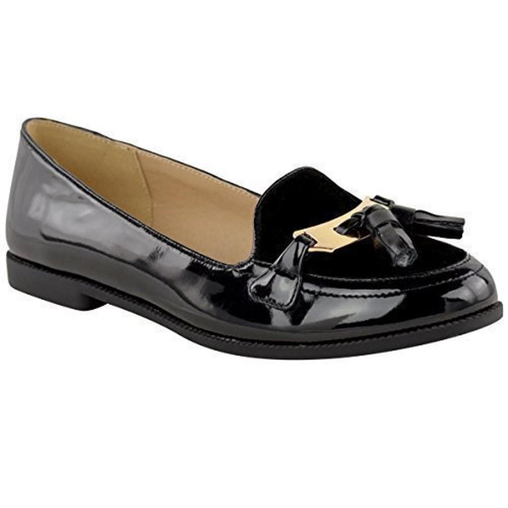 Sélection de mocassins et slippers femme avec BALSAMIK. Mocassins et slippers ont retrouvé place dans les collections de mode ces dernières saisons. Leur style preppy, leur confort de marche en font des chaussures pour femme très appréciées.